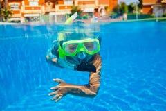 Menino subaquático Fotografia de Stock Royalty Free