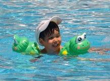 Menino swimming02 Imagens de Stock