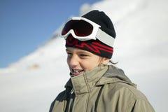 Menino vestido na roupa do esqui Fotografia de Stock