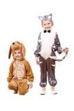 Meninos brincalhão vestidos como um gato e um cão Fotografia de Stock Royalty Free