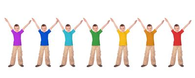 Meninos com as camisas de esportes da cor do arco-íris Foto de Stock Royalty Free