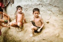 Meninos com lama em Bangladesh Fotografia de Stock