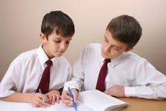 Meninos de escola Fotos de Stock Royalty Free