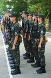 Meninos e meninas militares novos fotografia de stock