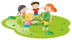 Meninos e meninas que jogam o jogo no parque ilustração stock