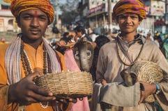 Meninos indianos com cobras Foto de Stock Royalty Free