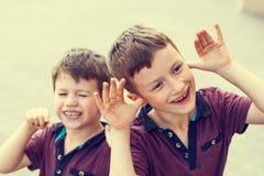 Meninos maus pequenos no estilo do vintage Fotografia de Stock