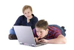 Meninos no computador Foto de Stock Royalty Free