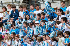 Meninos novos com as bandeiras em Palio de Siena Fotografia de Stock Royalty Free