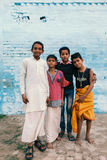 Meninos novos na vila indiana Fotografia de Stock