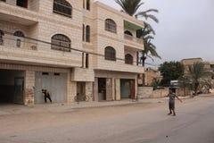 Meninos que jogam o futebol nas ruas de Jericho Foto de Stock Royalty Free