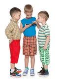 Meninos que plaing com um dispositivo novo Fotos de Stock