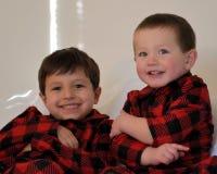 Meninos que sorriem na câmera fotos de stock