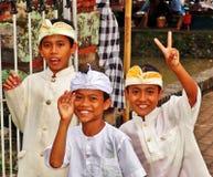 Meninos que têm o divertimento em Bali fotografia de stock royalty free