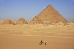 Menkaure女王/王后,开罗金字塔和金字塔  库存图片