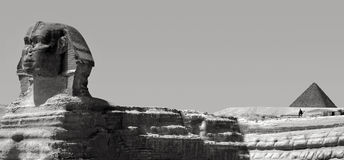Menkaure狮身人面象和金字塔在吉萨棉,埃及 免版税图库摄影