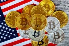 Menniczy bitcoin na flaga amerykańskiej zdjęcie stock