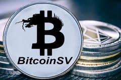 Menniczy cryptocurrency Bitcoin SV na tle sterta monety Satoshi wzrok zdjęcie stock