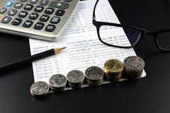 Menniczy i i kalkulator na bankowości Uzasadniał biznesu Finansowego pojęcie Zdjęcie Royalty Free
