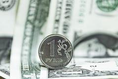 Menniczy rubel przeciw dolara amerykańskiego kursowi wymianemu zdjęcia stock