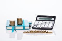 Menniczy stos, kieszeniowy kalkulator i notatnik, Zdjęcie Stock