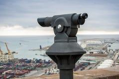 Menniczy widz przyglądający przy Barcelona schronieniem out Obraz Stock