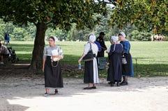 Mennonite damy przy Mount Vernon dom George Washinton na bankach Potomac rzeka w usa Zdjęcie Stock