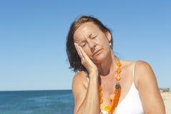 Menopausia mayor del dolor de cabeza de la mujer Fotografía de archivo