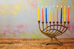 Menorah con las velas para la celebración de Jánuca Fotografía de archivo libre de regalías