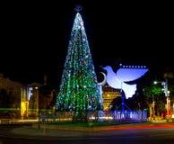 Menorah del árbol de navidad y de Jánuca en Haifa Fotografía de archivo