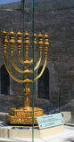 Menorah dorato a Gerusalemme Fotografia Stock