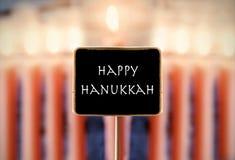 Menorah e Hanukkah feliz do texto em um quadro Imagens de Stock