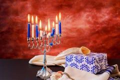 Menorah judío del vintage del tallit de la celebración de Jánuca del día de fiesta Imagen de archivo
