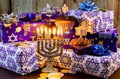 Menorah judío del vintage del tallit de la celebración de Jánuca del día de fiesta Fotos de archivo