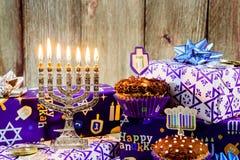 Menorah judío del vintage del tallit de la celebración de Jánuca del día de fiesta Fotos de archivo libres de regalías