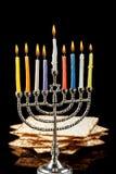Menorah met kaarsen voor Chanoeka op zwarte achtergrond Stock Foto's