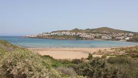 Menorca Baleares, Spanien: nästan ökenstrand Arkivfoto
