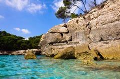 Menorca - Cala Mitjana - Spanje - de Balearen royalty-vrije stock foto's