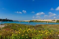 Menorca-La Mola in Mahon mit den Segelbooten verankert Stockbild
