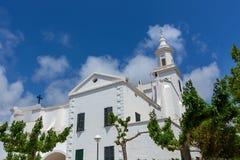 Menorca Sant Lluis biały śródziemnomorski kościół w Balearic obraz stock