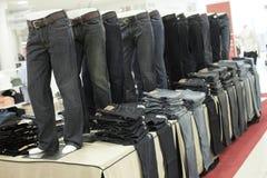 mens джинсыов стоковое изображение rf