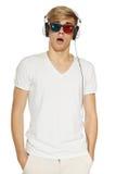 Mens in 3D glazen en hoofdtelefoons Stock Fotografie