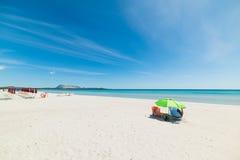 Mens alleen in het strand van La Cinta stock afbeelding