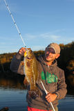Mens Bass Fishing Royalty-vrije Stock Foto's