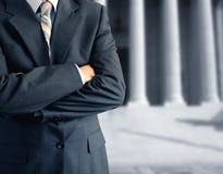 Mens bij het gerechtsgebouw Royalty-vrije Stock Foto