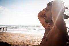 Mens bij het strand Royalty-vrije Stock Foto