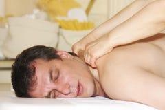 Mens bij massage Stock Afbeelding