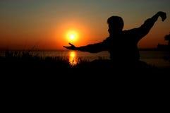Mens bij zonsopgang Stock Afbeeldingen
