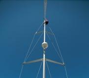 Mens in bovenkant van mast stock afbeeldingen