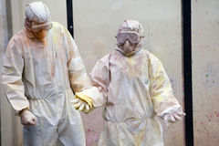 Mens in chemisch kostuum Royalty-vrije Stock Foto's